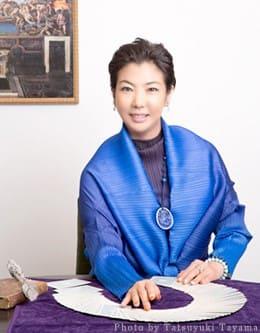電話占い師ステラ薫子先生ってどんな人なの?